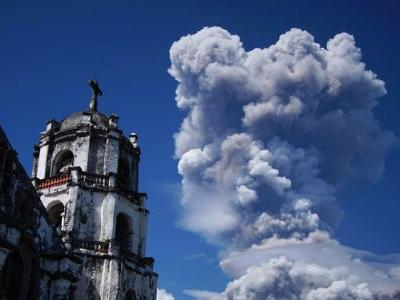 Philippine volcano spews fountains of lava, big ash plumes