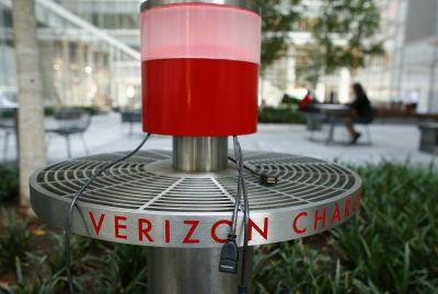 Verizon outbids AT&T for a big holder of 5G wireless spectrum