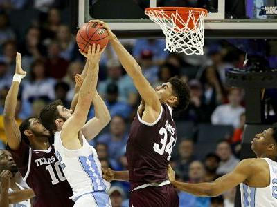 March Madness 2018: Tyler Davis gives Texas A&M 'backbone' it needs to dominate UNC