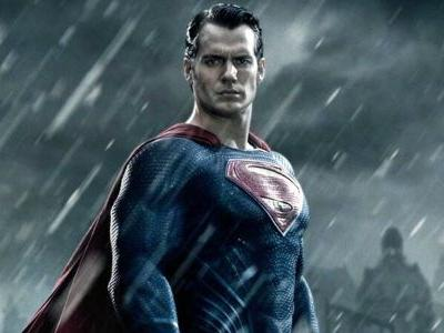 Zack Snyder Dropped A Black-Suit Superman Photo And Justice League Fans Are Freaking Out