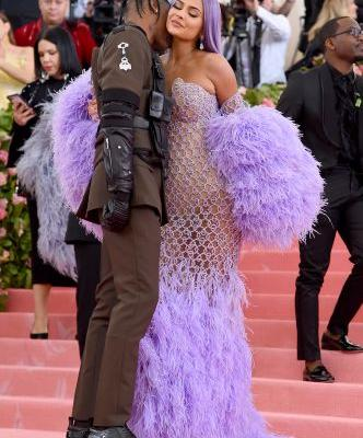 Kylie Jenner & Travis Scott's Met Gala 2019 Body Language Is Super Sexy But Full Of Conflict