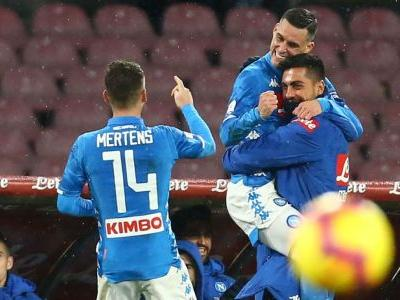 Napoli cling on for win over 10-man Lazio