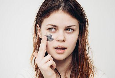 'Skin Gritting' Is the Viral Blackhead Removing Technique for Flawless Skin