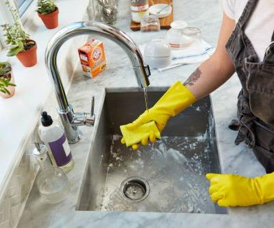 3 Surprising Things a Pair of Dishwashing Gloves Can Do for You