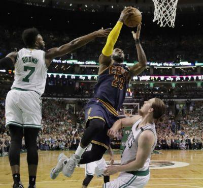 Cavaliers 117, Celtics 104: LeBron James' dazzling scoring streaks continue in dominant performance