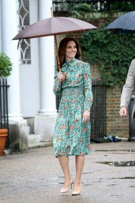 Kate Middleton Demonstrates How to Look Chic in the RainThe