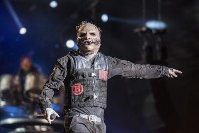 """Slipknot Vs. Nickelback Round 4: Corey Taylor Calls Chad Kroeger """"Captain Ego From Planet Douche"""""""