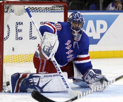 Henrik Lundqvist comes up big to halt Rangers' losing streak