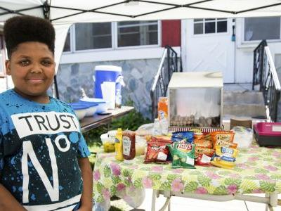 Boy reported for unlicensed hot dog stand gets help
