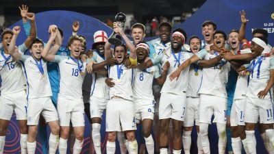 VIDEO: Brilliant moment England squad applaud U20 World Cup winners
