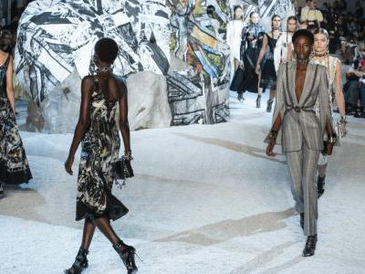 See Every Look From Alexander McQueen's Spring 2019 Collection