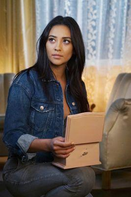 Shay Mitchell Couldn't Leave the Pretty Little Liars Set Without This 1 Thing of Emily's
