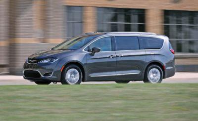 2017 Chrysler Pacifica in Depth: The Company That Invented the Minivan Holds Its Ground