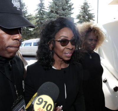 Is Gladys Knight OK? Singer, Publicist Disagree Publicly About Her Health