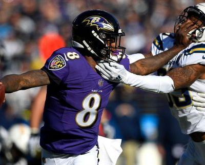 Eagles stave off Bears on missed FG; Chargers edge Ravens