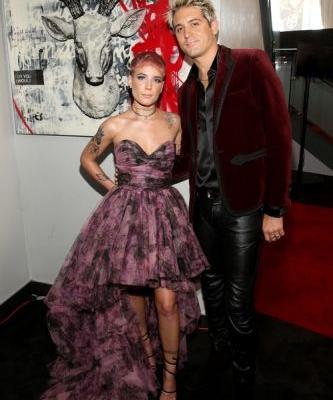 Halsey & G-Eazy's Body Language At The American Music Awards Reveals Their True Feelings