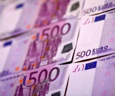 Homeless man finds $354,000 in room at Paris airport