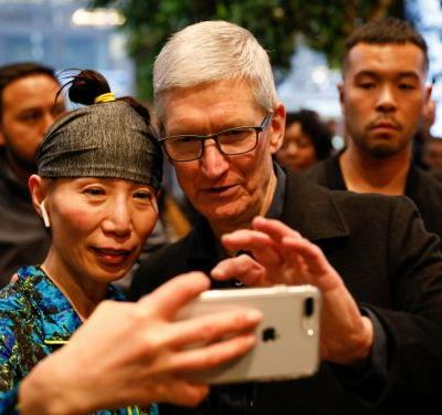 The percentage of people using Apple's newest software is getting trending the wrong way - and it could signal a new problem for Apple