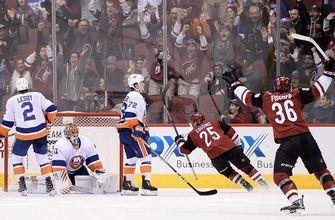 Coyotes' turnaround continues with OT win over Islanders