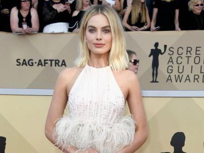 Must Read: Celebrity Stylists on Dressing the Best Actress Oscar Nominees, Old Navy Sees Sales Soar