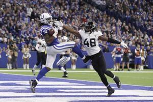 Luck, Ebron lead Colts past struggling Jaguars 29-26