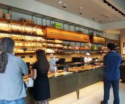 Starbucks just revealed the first of 1,000 standalone bakeries it plans to open around the world. Here's what it's like to visit