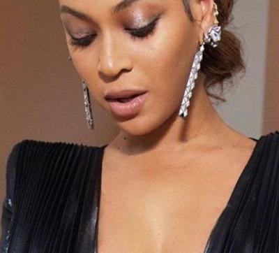The secret product Glossier debuted on Beyoncé at the Grammys is a glistening eye glow