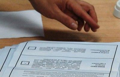 Candidates trade rigging accusations as polls in Russia's Far East almost end in a draw