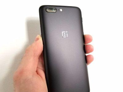 The new OnePlus 5 looks just like an iPhone 7 Plus running Android - see for yourself