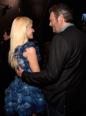 "Blake Shelton Says He Has the ""Hottest Date"" at the People's Choice Awards - It's Gwen Stefani!"
