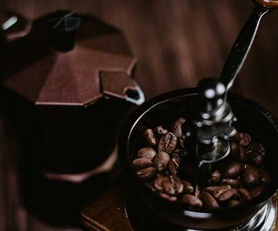 Our Guide To Basics of Unplugged Coffee Making: The Best Manual Coffee Grinder