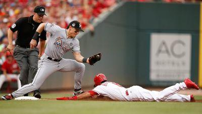 Realmuto homers twice, Marlins beat slumping Reds