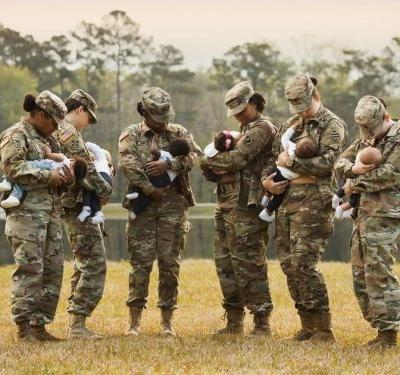 Breastfeeding Soldiers Re-create 3-Year-Old Viral Photo - and It's Even More Awe-Inspiring Now