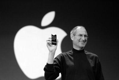 Four critics talk about what it was like to review the first iPhone 10 years ago