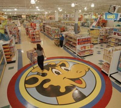 Toys R Us fans are lamenting the death of the store - take a look back at what it was like in its heyday