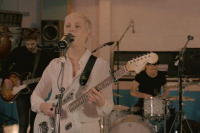 """Listen to Laura Marling's Roasting New Track """"Wild Fire"""""""