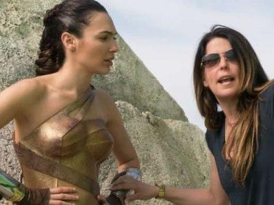 Wonder Woman Fans Protest Director's Golden Globes Snub