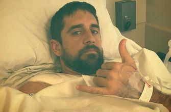 Packers' Rodgers gives thumbs up from hospital bed