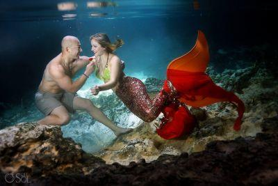 Man stages magical underwater proposal for his mermaid-loving girlfriend