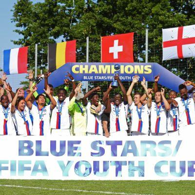 Lyon take home first title on debut