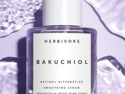 Is the all-natural retinoid, Bakuchiol, the next big skincare ingredient? We found 6 products that say yes!