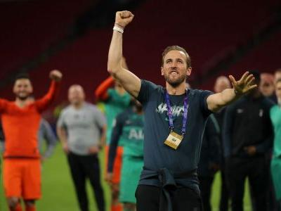 Poch won't be drawn on Kane's Spurs status
