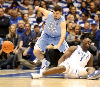 Zion Williamson Leaves Game vs. UNC With Knee Injury