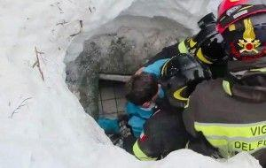 10 rescued from Italian hotel after avalanche buried them underneath