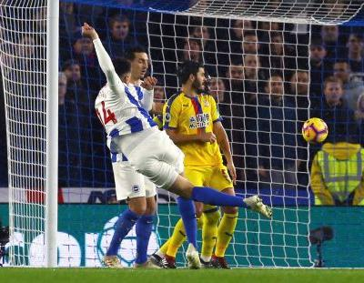 10-man Brighton beats fierce rival Palace 3-1 in EPL