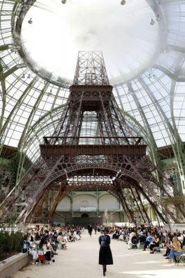 Chanel Built A New Eiffel Tower For Its Fall 2017 Couture