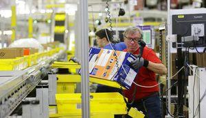 Now hiring at Amazon: Thousands of people in 1 day