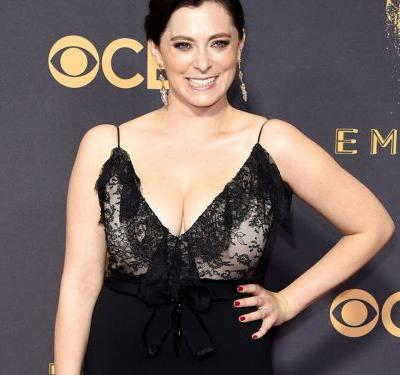 Rachel Bloom Is Going Sell Her Emmys Gown On The Real Real