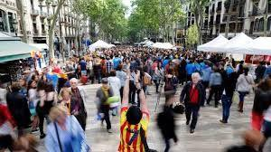 Barcelona passes law to control excessive pressures of tourism