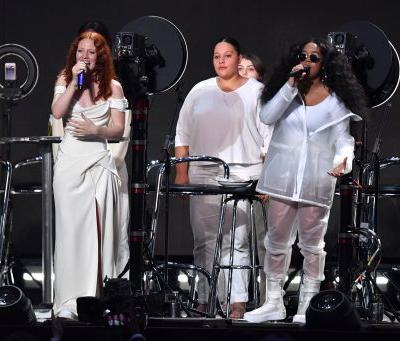 Jess Glynne's BRIT Awards 2019 Performance Involved Her & Other Performers Taking Off Their Makeup